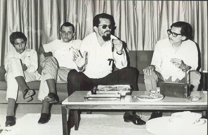 26 de octubre de 1970 , Comandante Carlos Fonseca (qepd) dando entrevista en La Habana-Cuba con los compañeros liberados de las cárceles de Costa Rica , Rufo Marín Ucles (qepd-primero a la izquierda , plutarco elías hernández y Humberto Ortega en el extremo derecho .