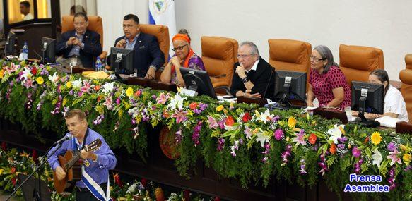 Asamblea Nacional condecora a cantautor Otto de laRocha