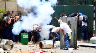 2018-04-20T015543Z_2073479297_RC15C7B61180_RTRMADP_3_NICARAGUA-PROTEST-640x360