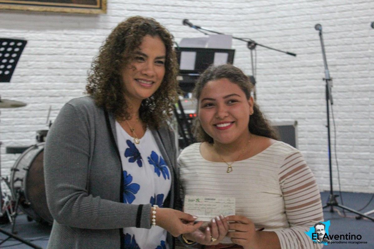 Otorgan premios a escritores de cuentos y poemas en conmemoración al Bicentenario deManagua