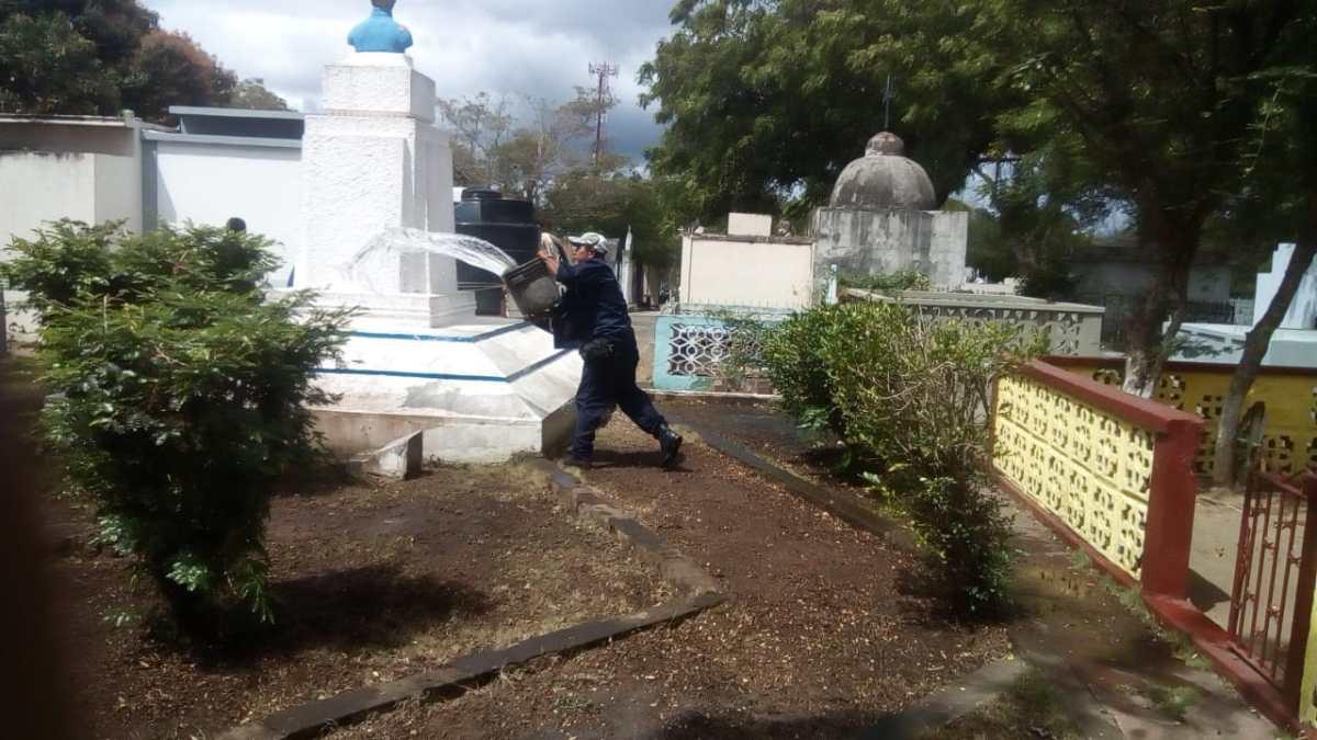 En Cementerio de Masaya, corren para alistarse y  celebrar el Día Nacional del PeriodismoNicaragüense