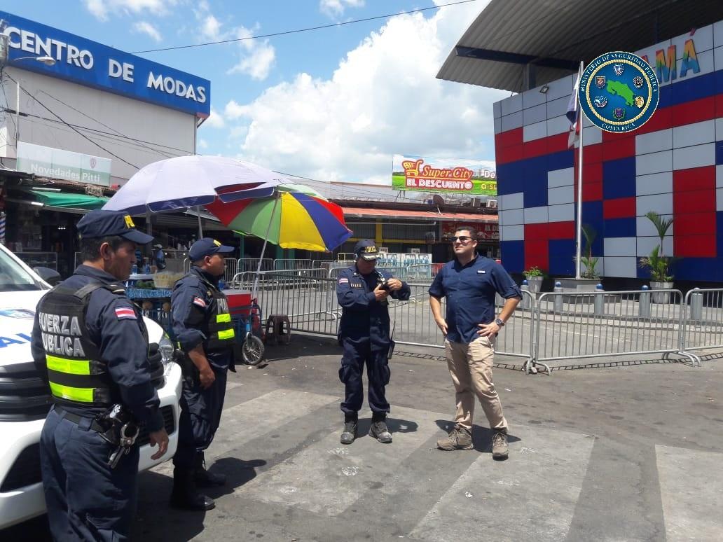 Autoridades policiales costarricenses supervisan cierre de las fronteras con Nicaragua yPanamá