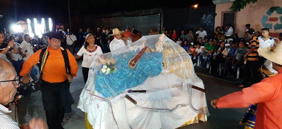 Familias de Masaya dan gracias a Dios y a la Virgen de la Asunción por los 248 años del Milagro delVolcán